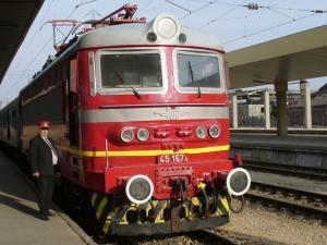 Влакът дерайлирал в Септември заради престъпна безотговорност на служители в БДЖ