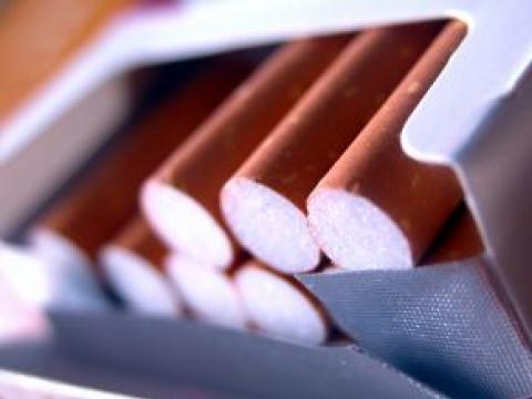 Във велинградска бакалия намериха 18 кутии с контрабандни цигари