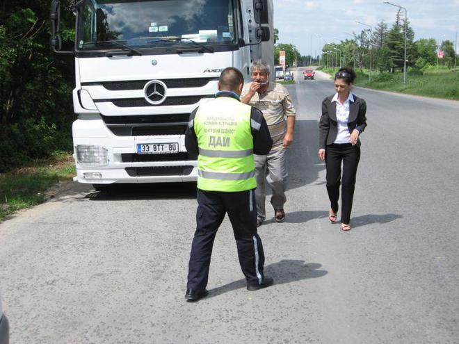 Камион прегази служител на ДАИ по време на проверка