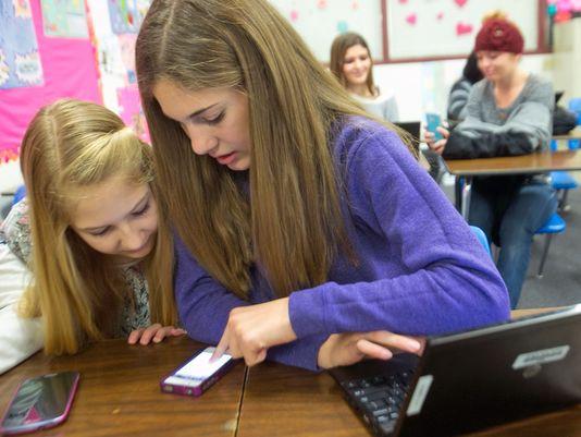 Депутатите забраниха телефоните в училище