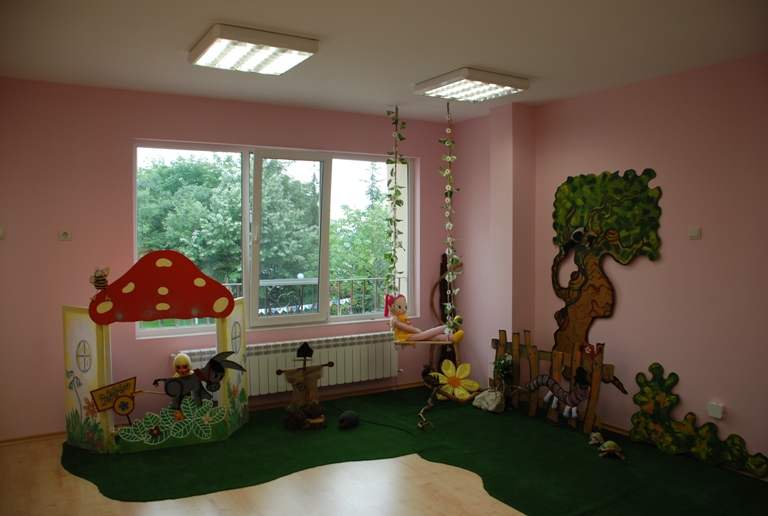 """Деца със специални образователни потребности се обучават и възпитават в ЦДГ """"Детски рай"""" във Велинград"""