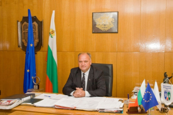 Поздравителен адрес от кмета Иван Лебанов по повод 15 септември