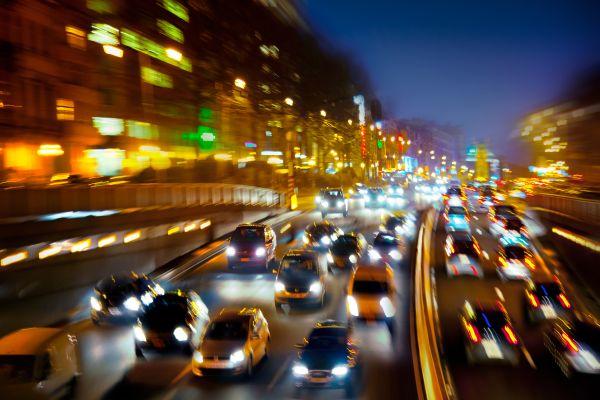Безплатно мобилно приложение ще ни казва къде има задръствания и ремонти по пътищата
