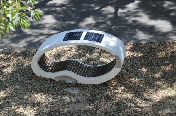 Иновация в парка: Пейка зарежда телефони и таблети