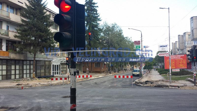 Ремонтните дейности по бул. Съединение продължават  и водоподаването в града по график