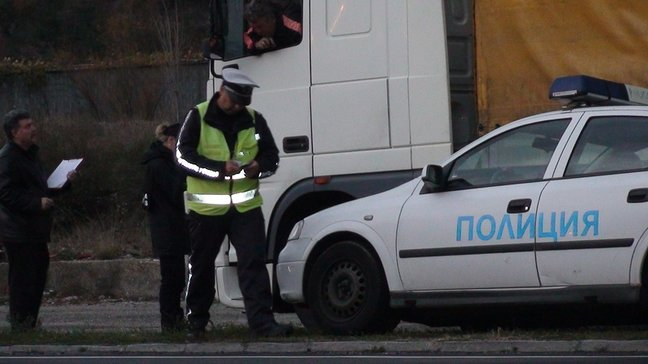 Четирима мъже и една жена са заловени да шофират в нетрезво състояние по време на празниците.