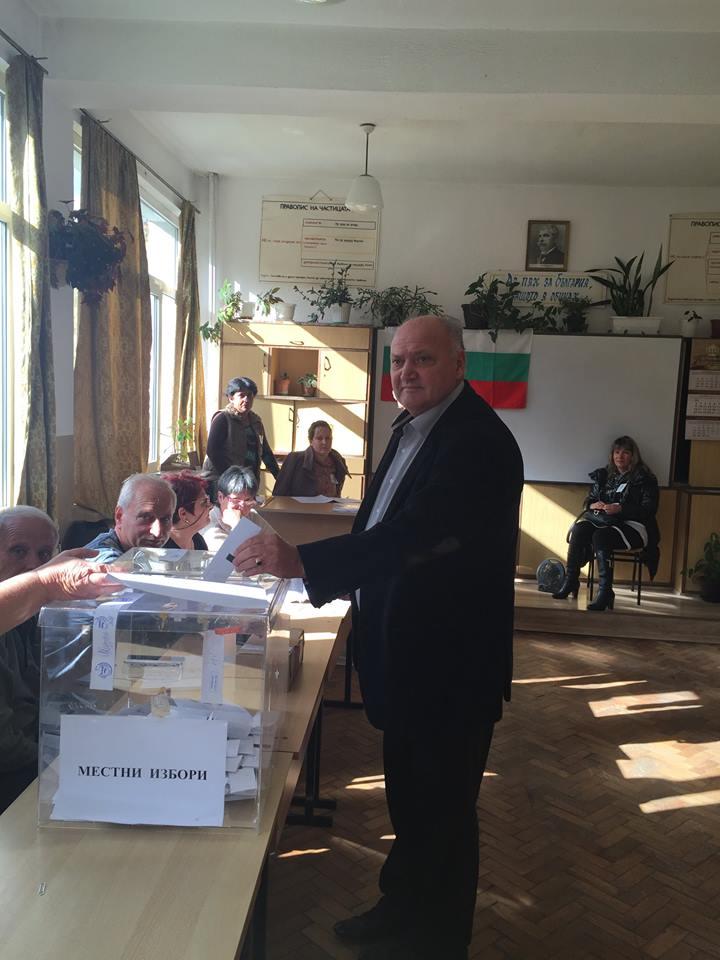 И г-н Лебанов гласува