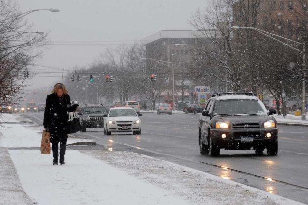 Проходими при зимни условия са пътищата на територията на област, снежната покривка е около 10 см