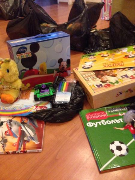 """Във Велинград акция """"Гумено пате"""" зарадва деца от бедни семейства"""