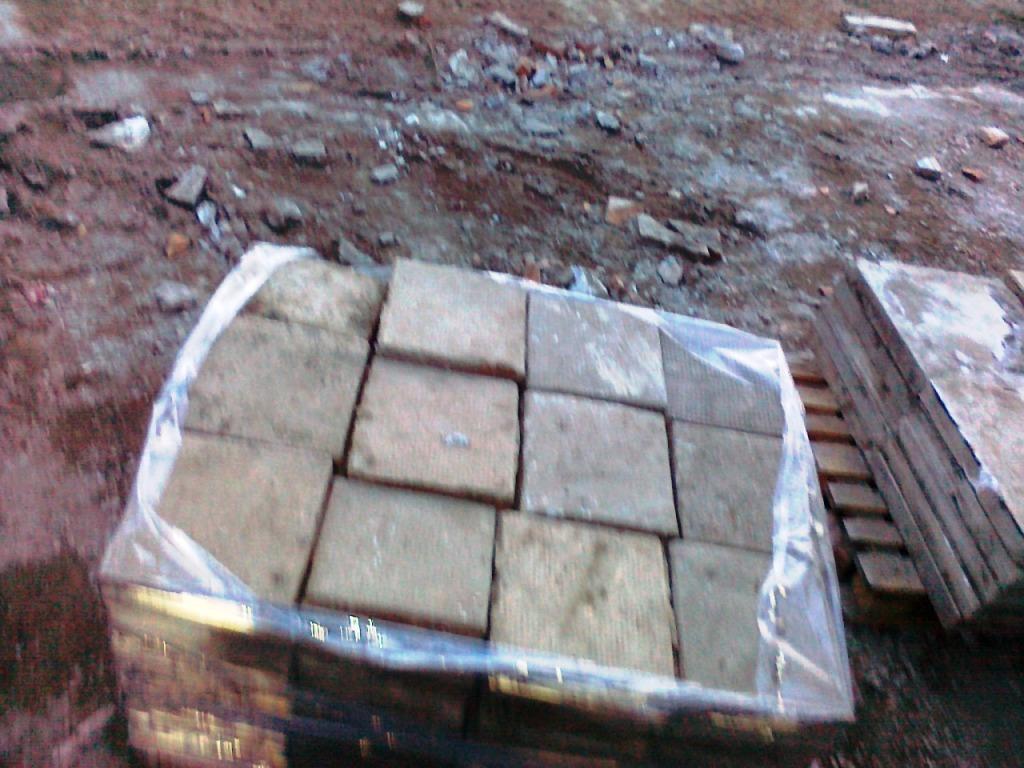 Велинградски полицаи заловиха крадец на бетонни плочки.