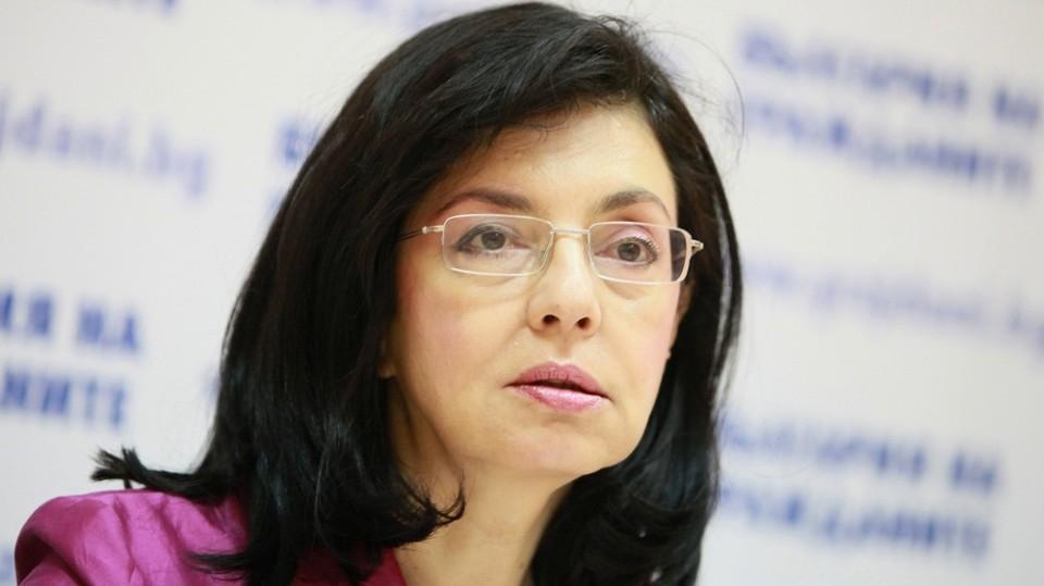 Кунева: Учителите са готови да се справят с новите учебници и програми