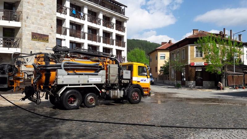 Община Велинград с почистени и измити улици