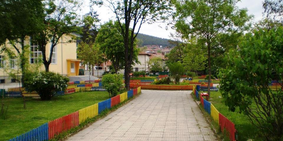 Трима извършили кражба от училище във велинградското село Драгиново са установени и задържани от служителите на РУ-Велинград