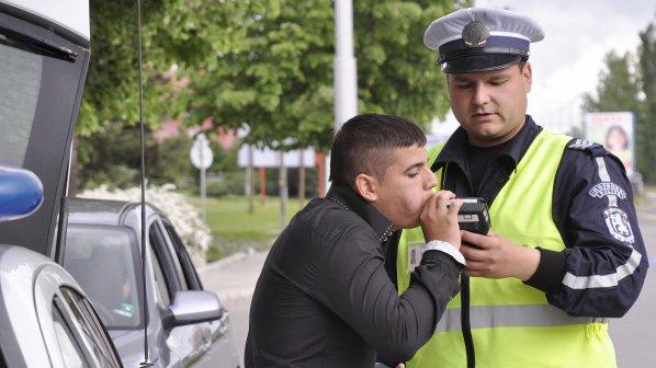 Четирима са почерпените с алкохол шофьори задържани от органите на реда през изминалия уикенд.