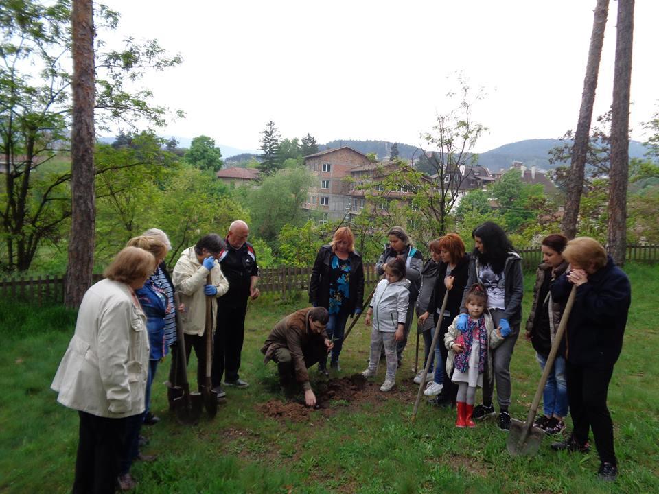 Дамите от Лайънс клуб Велинград отбелязаха Деня на Земята