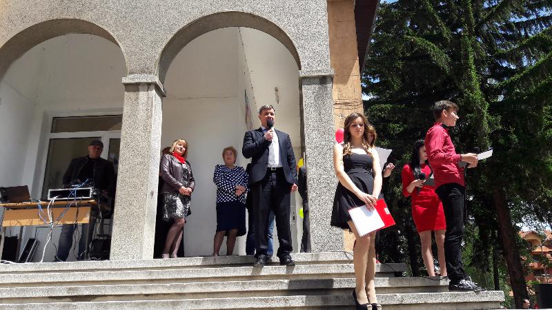 """На тържествена церемония кметът д-р Костадин Коев изпрати абитуренти от ПГИТ """"Алеко Константинов"""""""