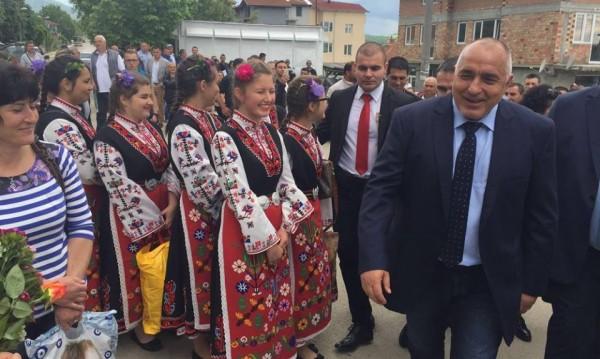 Борисов с идея МС да вземе секциите зад граница