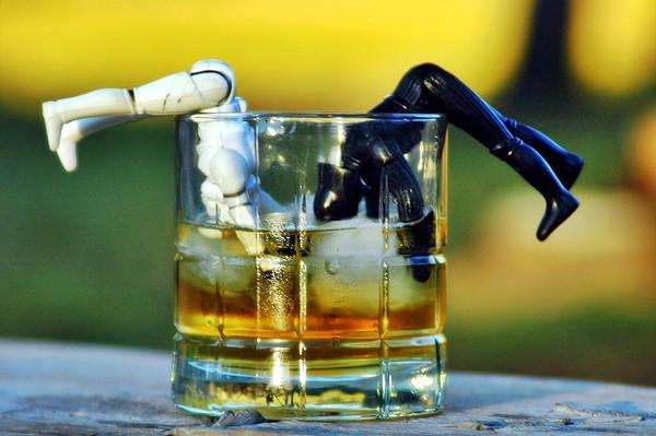 Ха сега де! Алкохолът не осигурява трайно щастие