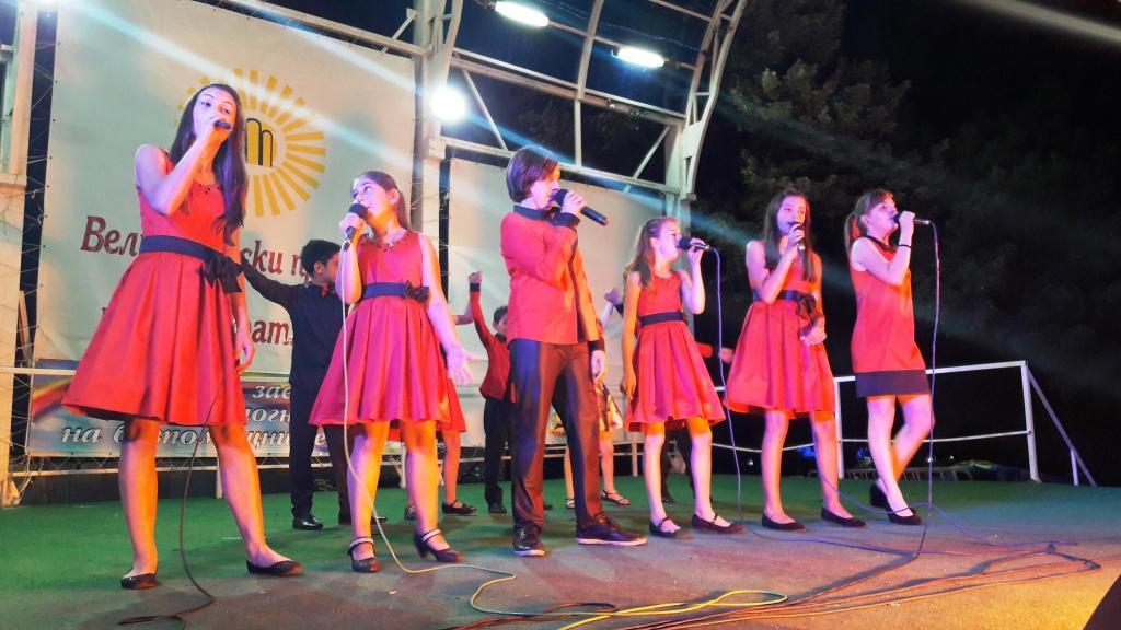 """Концерт на фолклорен ансамбъл Белица и Детско- юношеска вокално- инстрментална школа """"Звънче"""" (снимки)"""