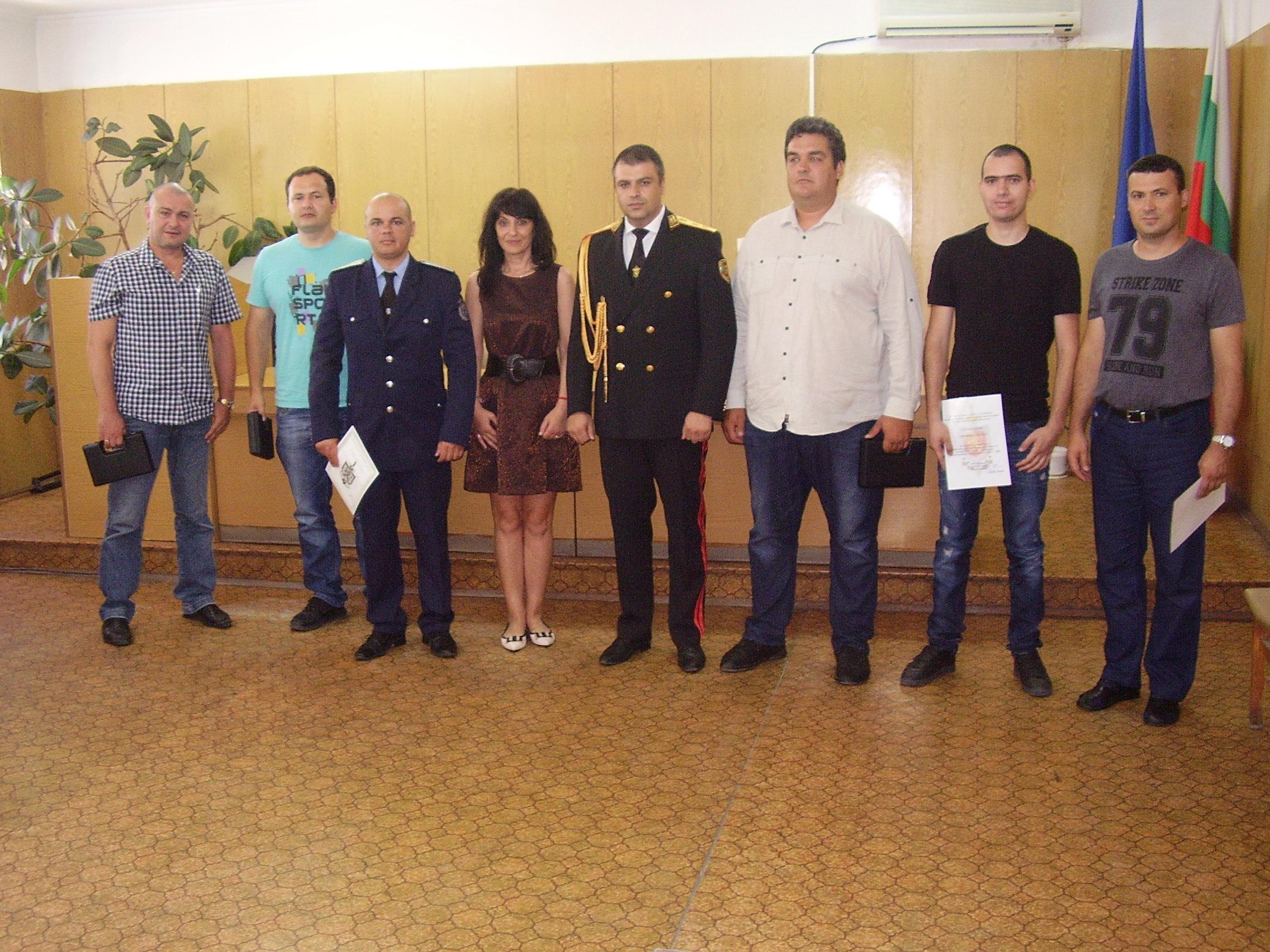 Парична награда е връчена на инспектор Борис Боков от РУ-Велинград, който е рекордьор по задържани водачи на МПС предлагали му подкупи през последните години.