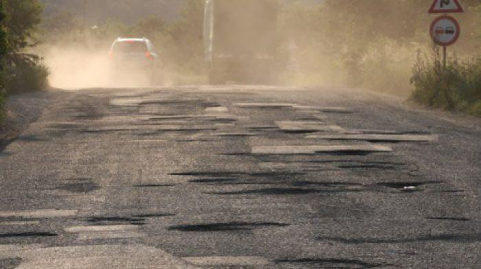 Продължават ремонтните дейности на пътя Велинград – Сърница