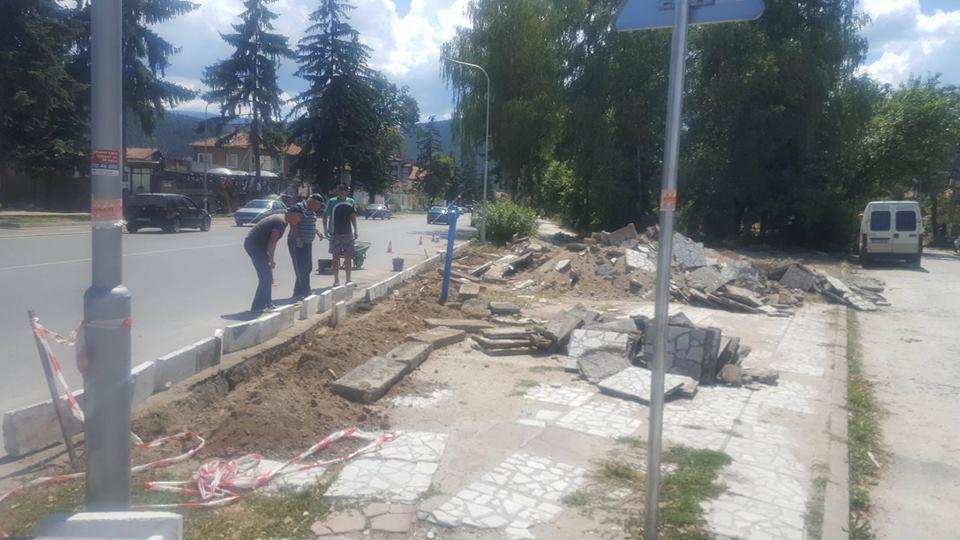 Стартираха ремонтните дейности по централния булевард във Велинград