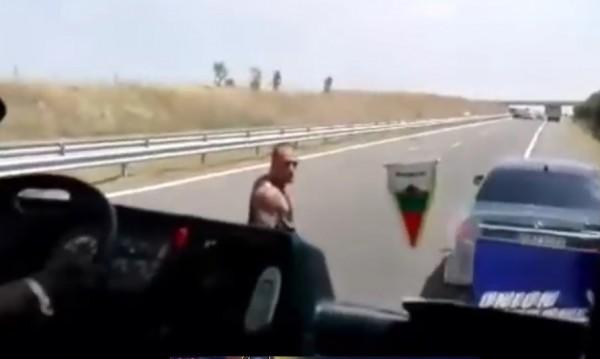 """След """"Ще те убия от бой"""" арест за хулигана от """"Тракия""""/Видео/"""