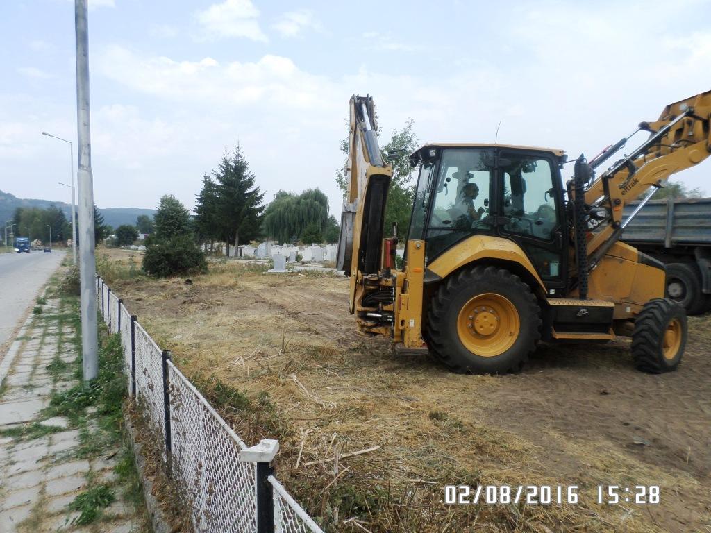 Община Велинград с планово почистване на  гробищния парк и реновиране на част от уличното осветление