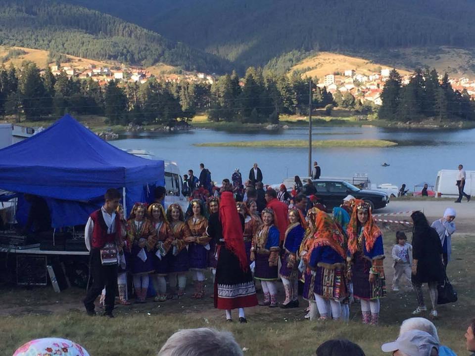 С традиционни народни борби, продължава съборът в град Сърница