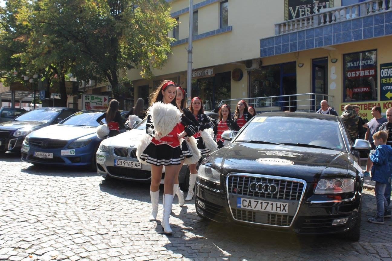 Супер бързи автомобили преминаха през центъра на Велинград в заключителния етап на Рали София-Свети Влас (Снимки)