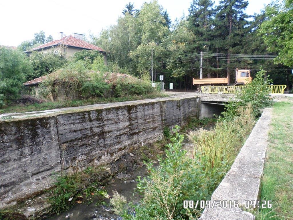 Община Велинград извърши почистване на речното корито на река Луковица