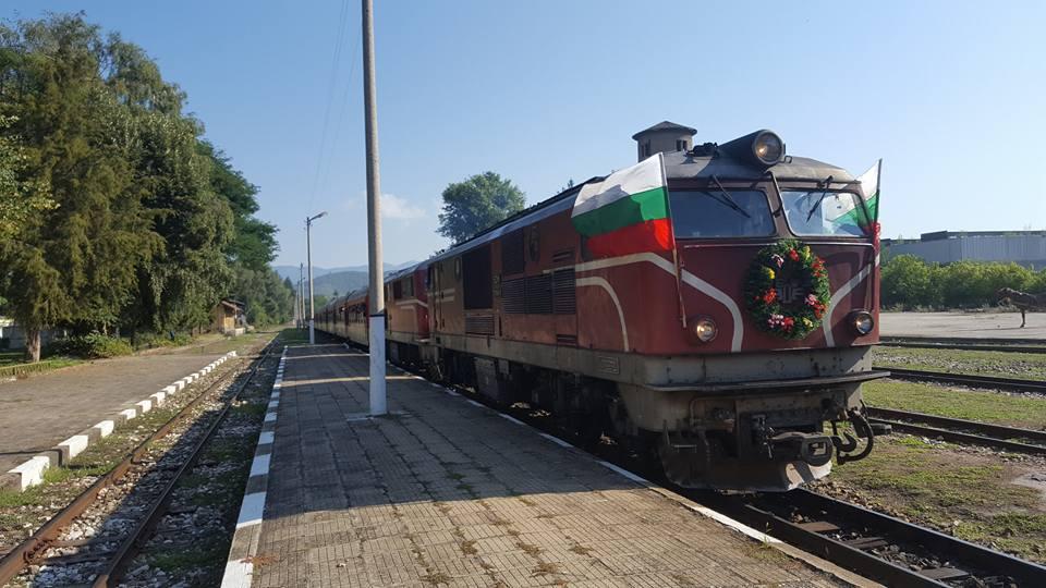 Велинград посрещна празничният влак по случай вековния юбилей на теснолинейката (снимки)