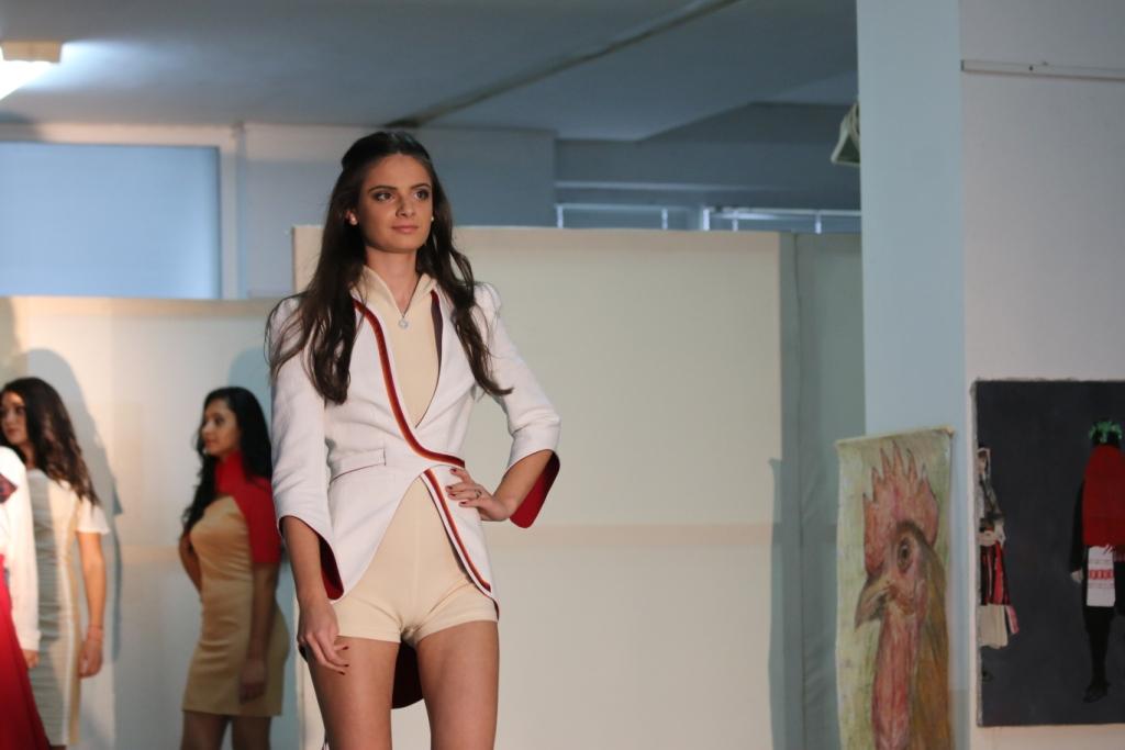 """Млади дизайнери показаха 19 колекции на моден форум в Югозападния университет """"Неофит Рилски"""""""