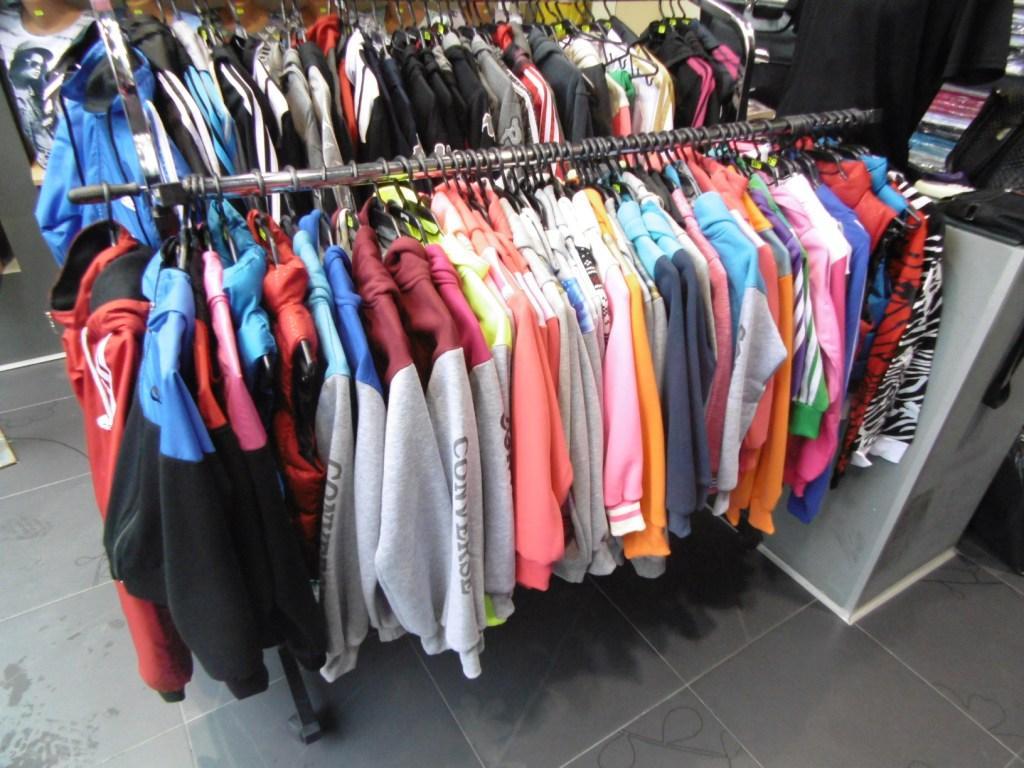 Вчера в магазин за облекло намиращ се в Костандово органите на реда открили спортни екипи със логата на известни марки