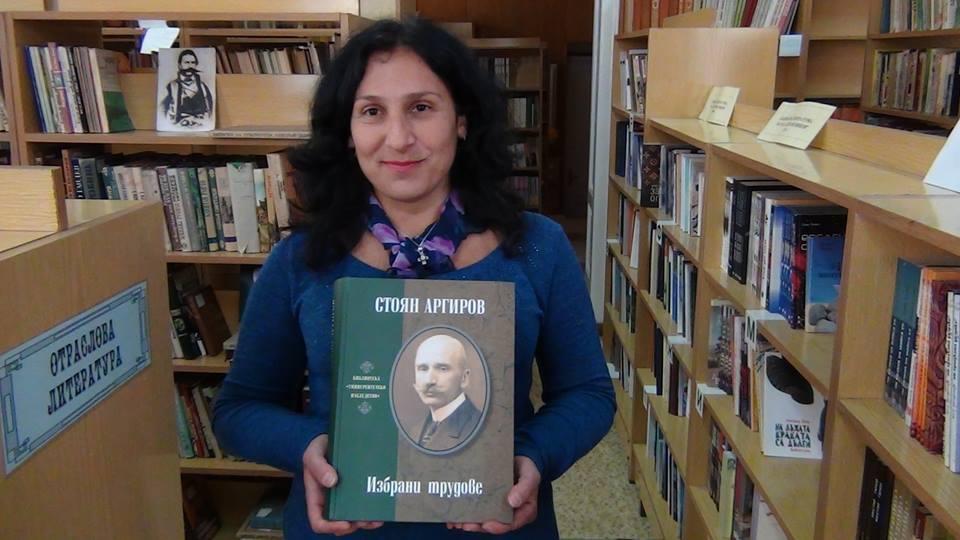 """Анна Митева-библиотекарка разказа пред камерата на Деймос Тв за дейностите на библиотеката към ОНЧ """"Будилник""""-Ракитово"""