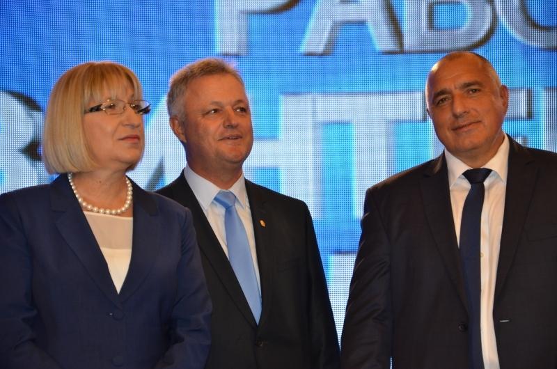 Кандидат-президентската двойка на ГЕРБ Цецка Цачева и Пламен Манушев и председателят на Националния предизборен щаб Цветан Цветанов ще посетят област Пазарджик на 31 октомври