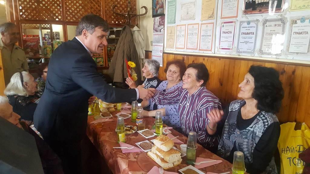 Д-р Костадин Коев на изнесен приемен ден в кв. Каменица (СНИМКИ)