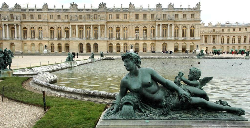 Тъкачки от град Костандово ще направят два килима за двореца Версай край Париж