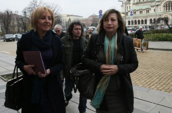 Манолова внесе закон по референдума на Слави