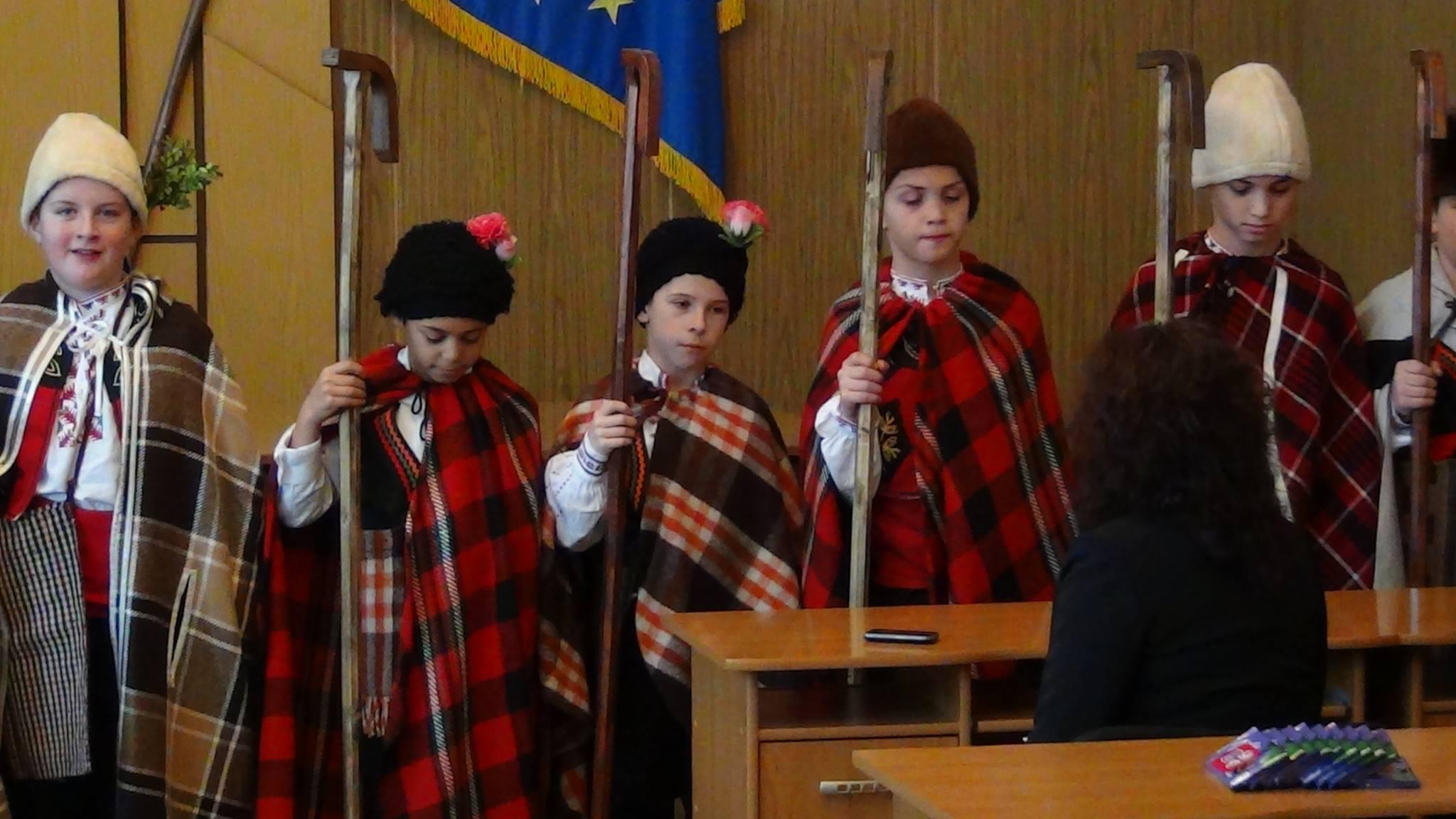 Малки коледари поздравиха общинска администрация-Ракитово