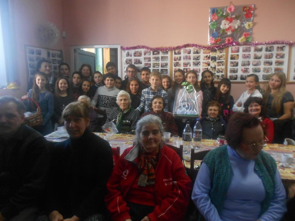 Празнично и коледно беше през седмицата в Дневен център за възрастни хора с увреждания Велинград