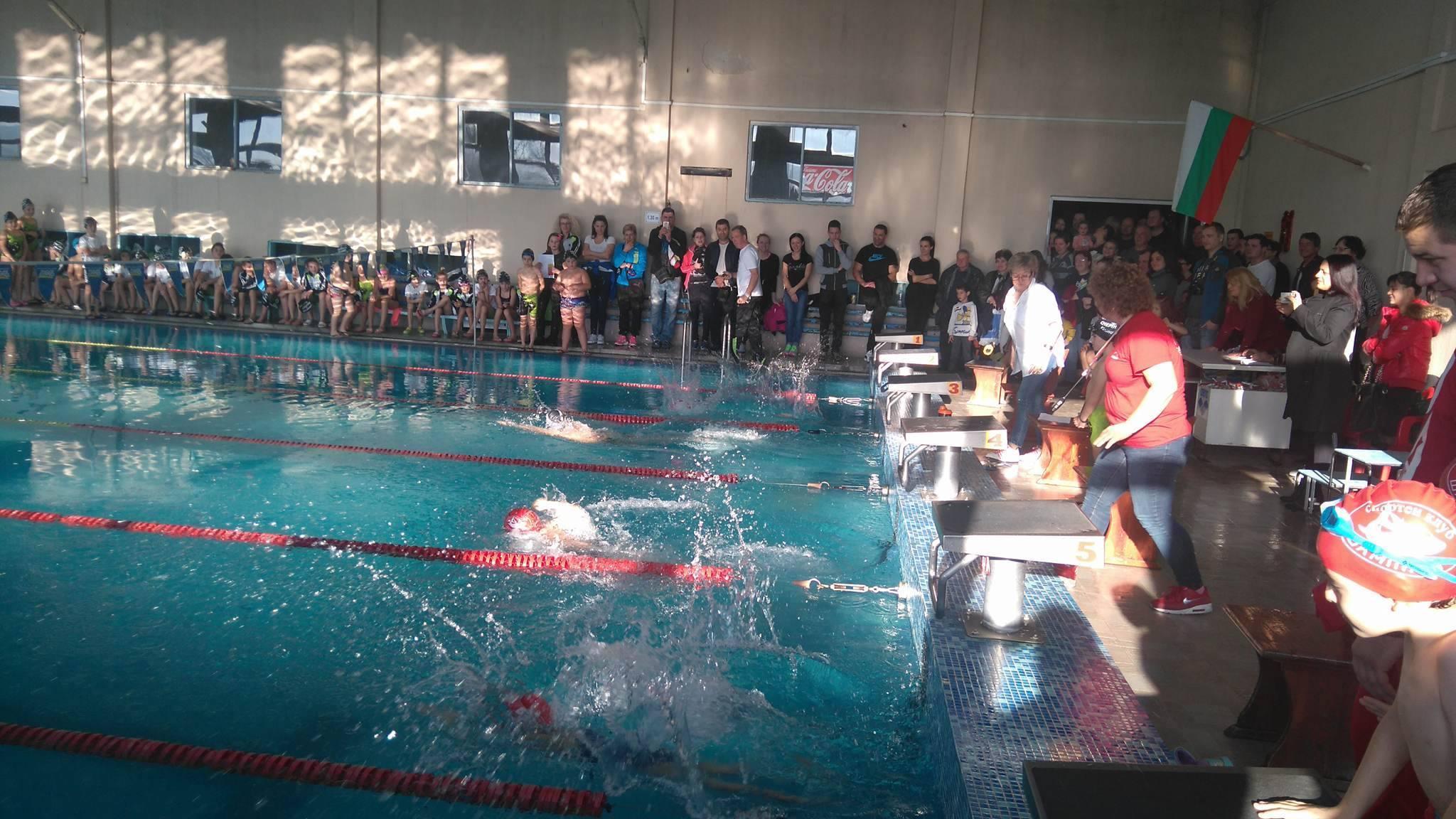 85 малки плувци на Детски коледен турнир във Велинград