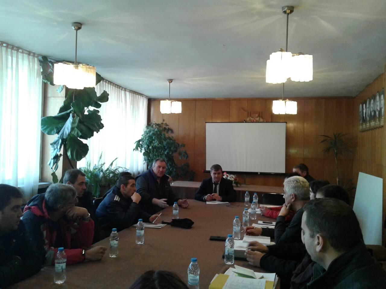 Проведе се среща между кмета Коев и представители на таксиметровите фирми