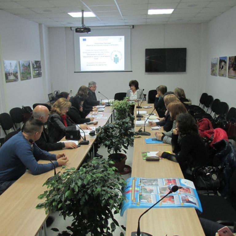 """Нови работни места ще бъдат разкрити в област Пазарджик по Обучение и заетост"""" и """"Обучение и заетост за младите хора"""""""