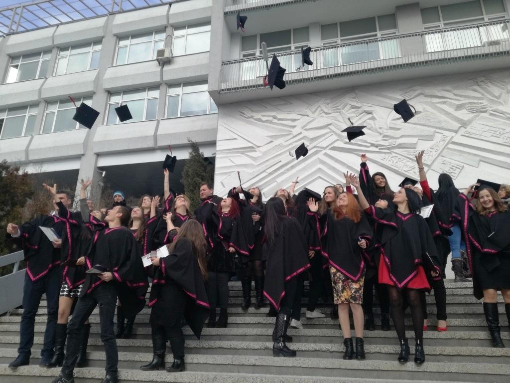 """Дипломираха се абсолвентите от випуск 2016 на Филологическия факултет на ЮЗУ """"Неофит Рилски"""""""