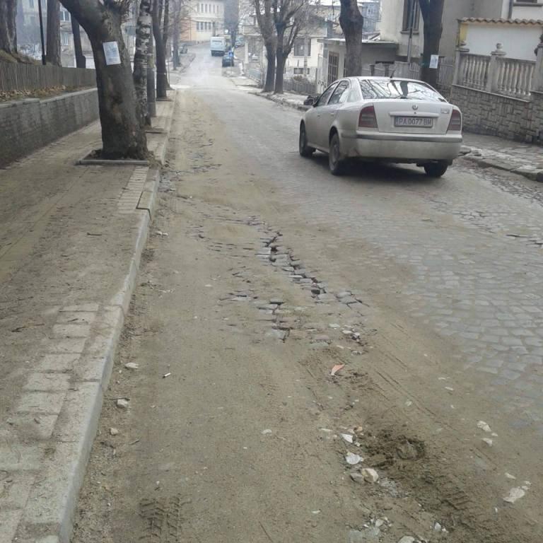 """Кметът Коев даде срок за възстановяване на паважната настилка на ул. """"Тошо Стайков"""""""