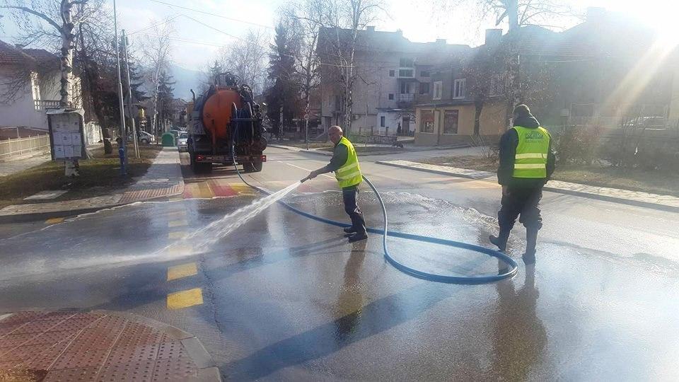 Велинград започна пролетното почистване