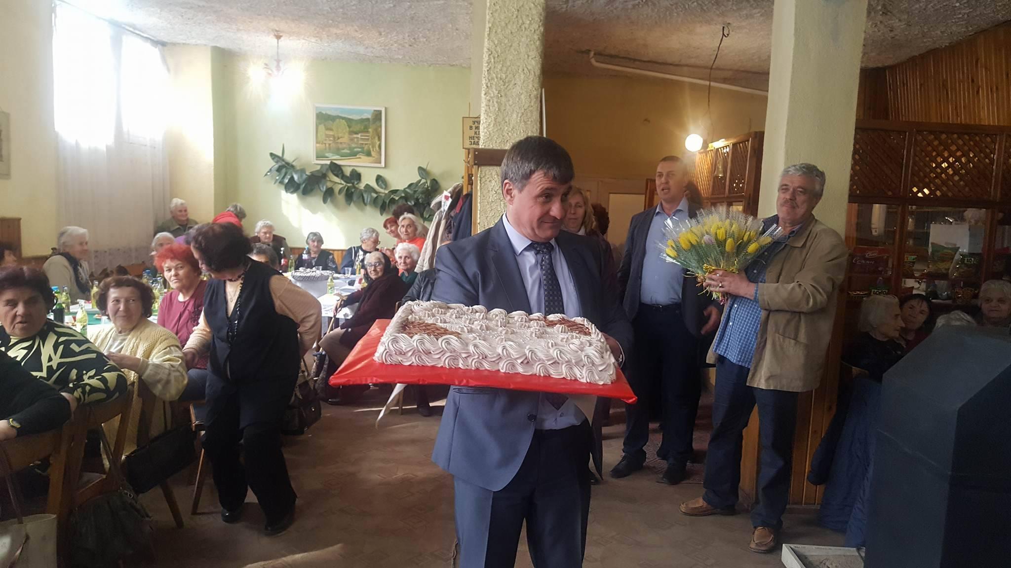 Кметът Коев поздрави дамите от пенсионерските клубове