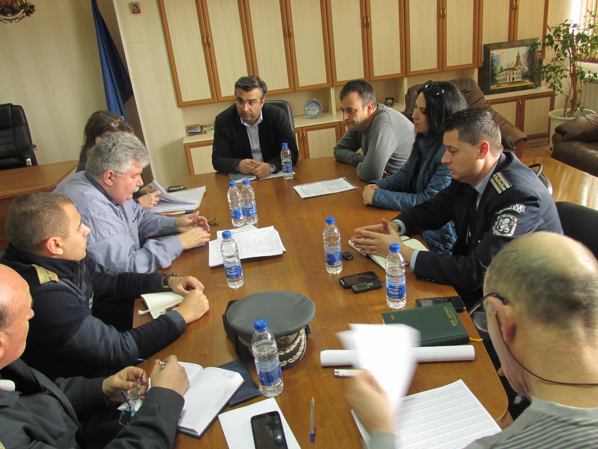 Областният управител Златко Митрев обсъди хода на организационно-техническата подготовка за предстоящите избори с представители на РИК, ОДМВР и РДПБЗН