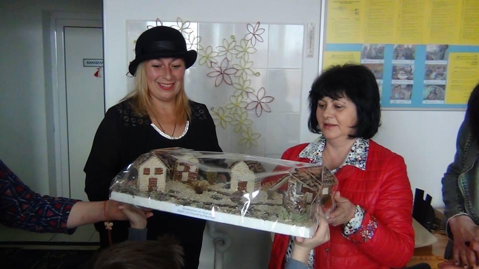 Лайънс клуб Вeлинград подариха мартеници на детски център за деца